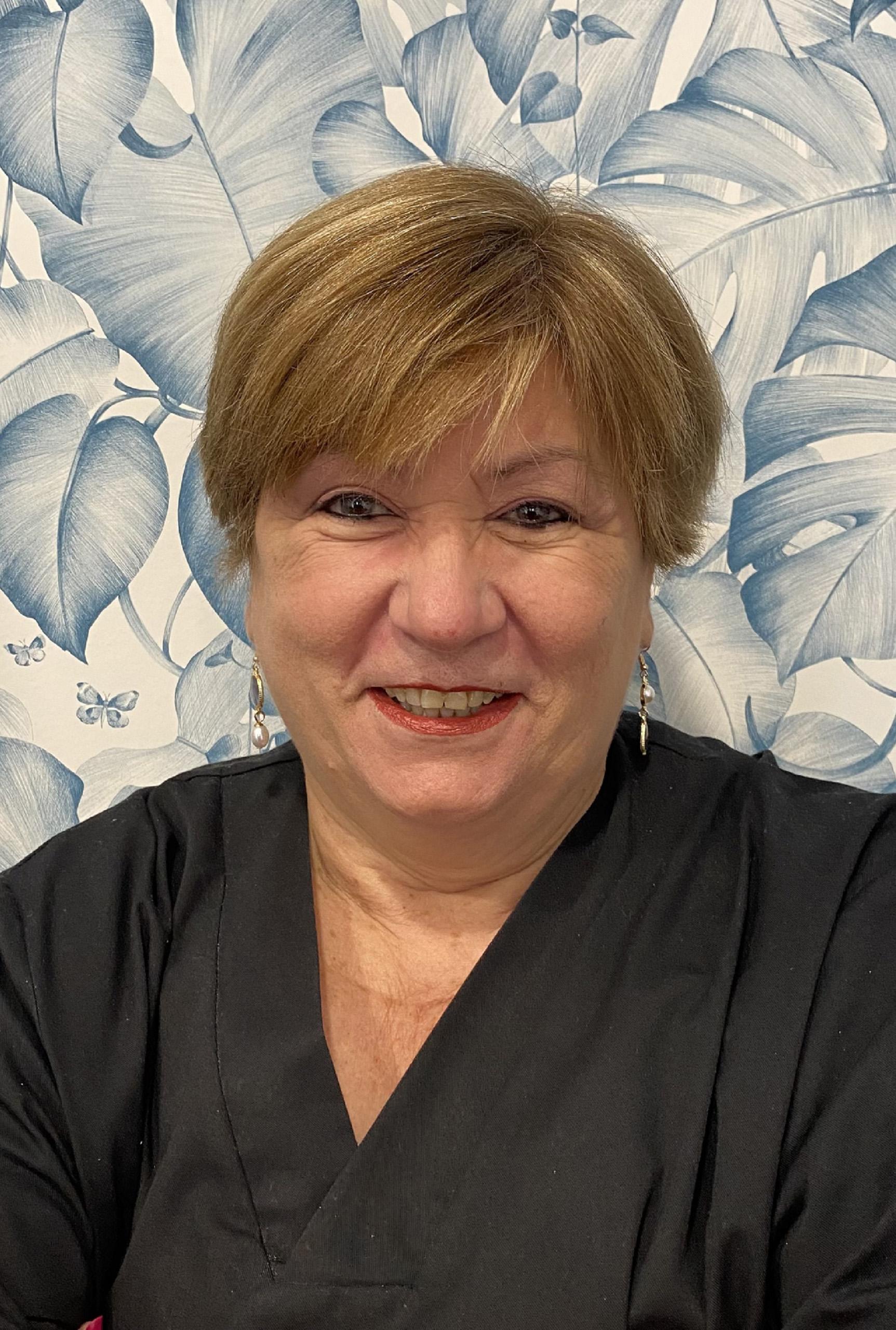 Concepción Pérez- Atención al paciente- Clínica Dental Parracía